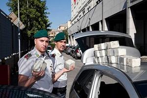 الجمارك الإيطالية تعتقل 8 مغاربة بحوزتهم 300 كيلو من الحشيش